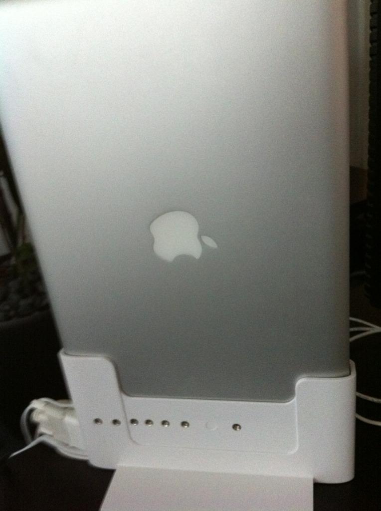 In Betriebnahme des neue Henge Docks für Macbook Pro Apple