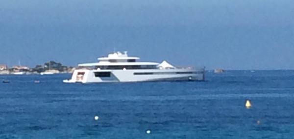 11492_l-image-du-jour-la-yacht-de-steve-jobs-se-balade-en-corse-maj