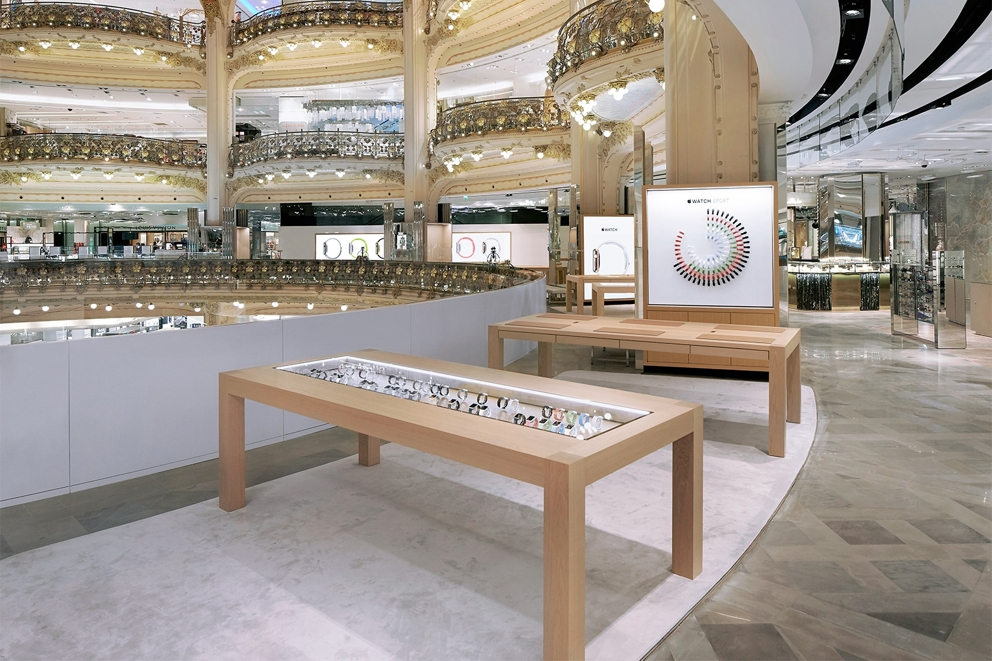apple-watch-at-galeries-lafayette-bild-apple-rcm992x0